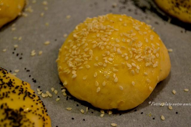 pain burger doré à l'oeuf