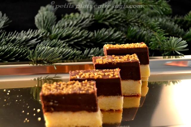 beaux petits lingots caramel sur plat