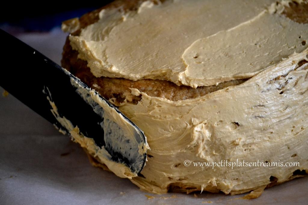 crème au beurre sur gâteau de crêpes