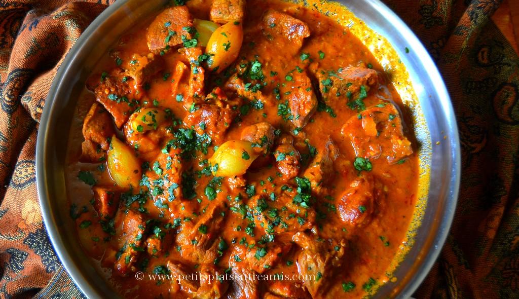 plat de curry d'agneau du dessus