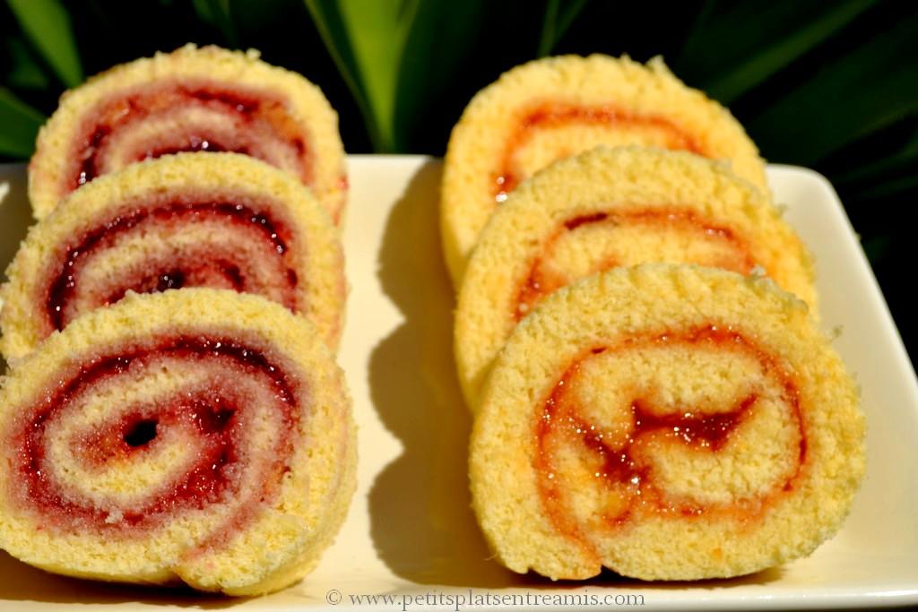 biscuit roulé à la confiture sur plat