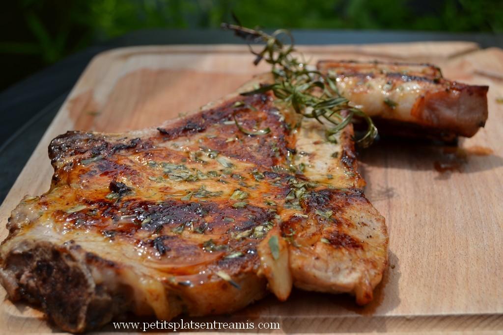 Côte de veau grillée sur planche