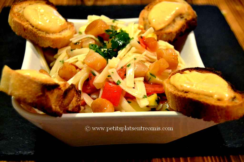 Plat de salade de pâtes aux noix de saint Jacques