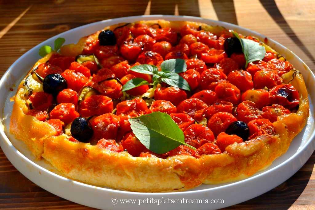 Tarte Tatin aux tomates cerises servie