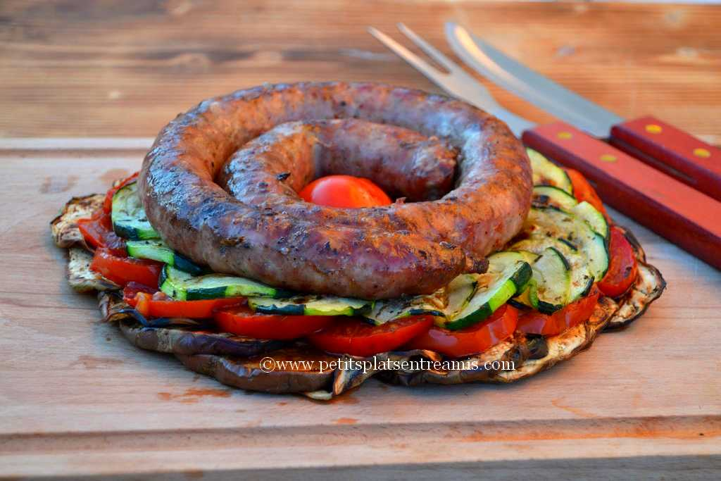 saucisse de Toulouse placée sur tian de légumes