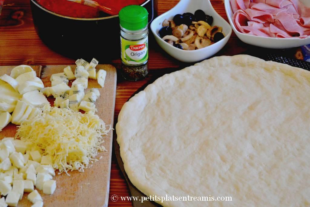 ingrédients pizza 3 fromages et jambon