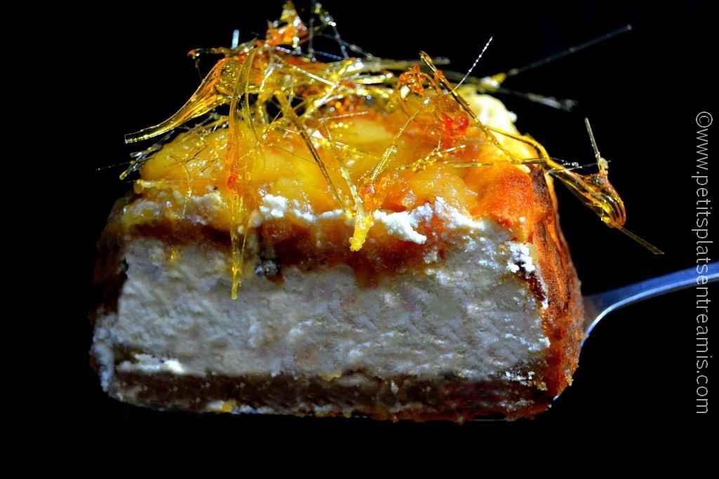 part de gâteau au fromage blanc et pommes caramélisées