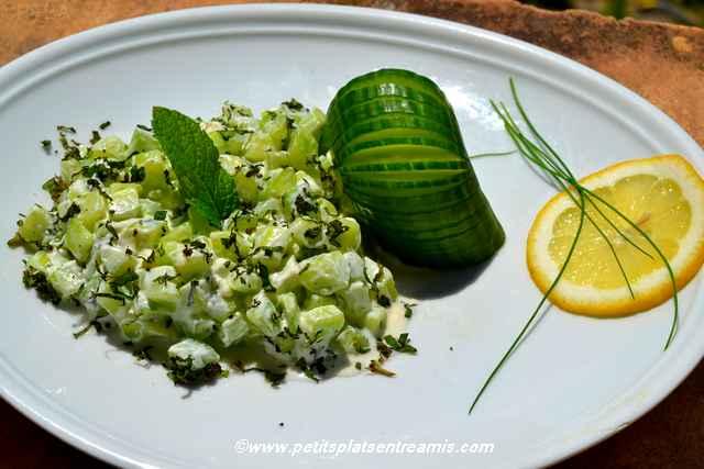 assiette de concombre-à-la-menthe