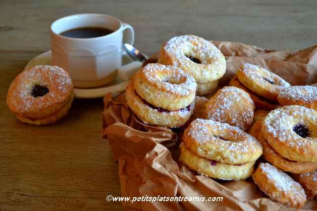 biscuits-sablés-à-la-confiture avec café