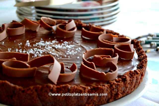 plat de tarte-au-chocolat-et-caramel-au-beurre-salé