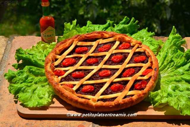 tarte au boeuf et à la tomate servie