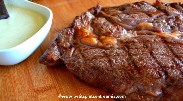 Pi ce de boeuf grill e sauce au bleu petits plats entre amis - Comment griller une cote de boeuf au barbecue ...