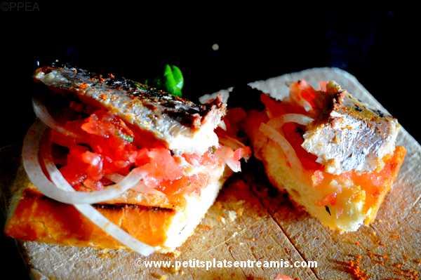 bouchée de tapas de sardines à l'huile