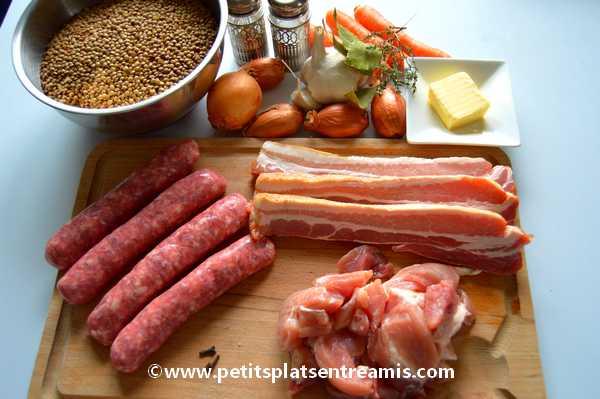 ingrédients lentilles aux saucisses et au lard