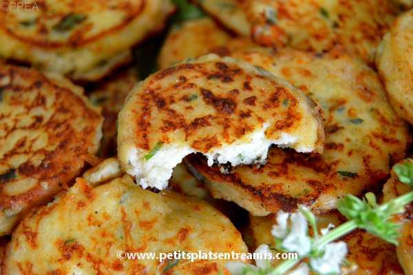 bouchée de galettes de pommes de terre au fromage