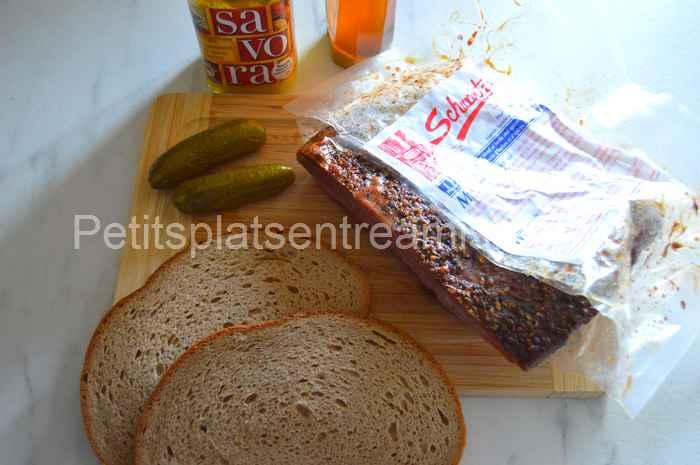 ingrédients pour sandwich à la viande fumée