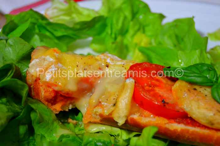 Bouchée de tartine de Rocamadour fermier tomate basilic