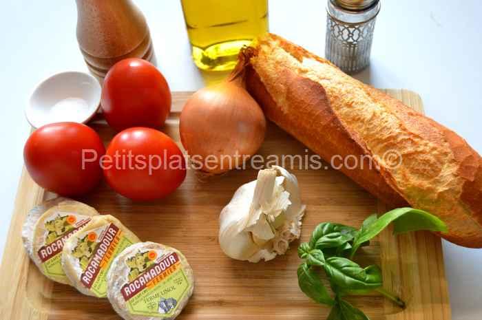 Ingrédients tartine de Rocamadour fermier tomate basilic