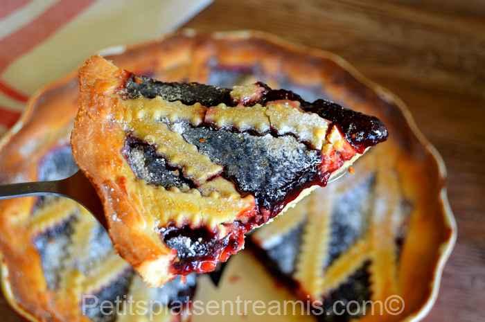Part de tarte à la confiture de mûres