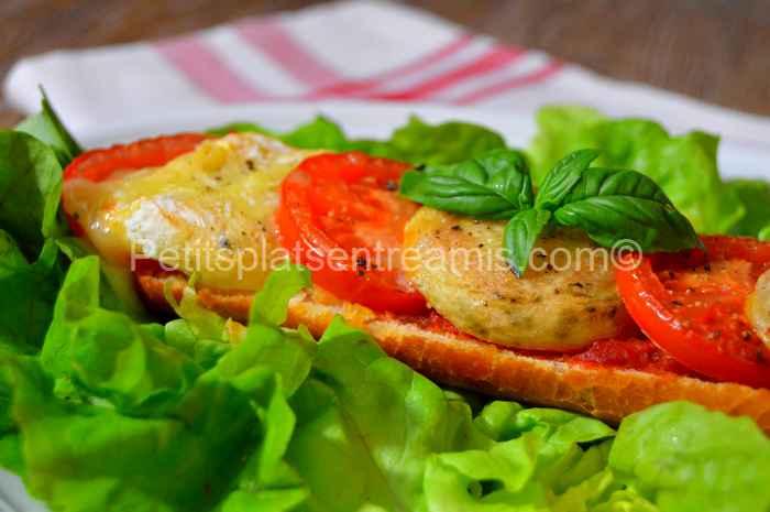 Recette tartine de Rocamadour fermier tomate basilic