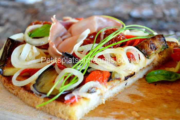 bruschetta au jambon cru et légumes du soleil photo