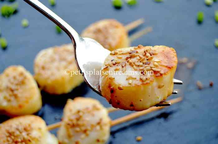 bouchée de brochettes-de-noix-de-Saint-Jacques-au-sirop-d'érable