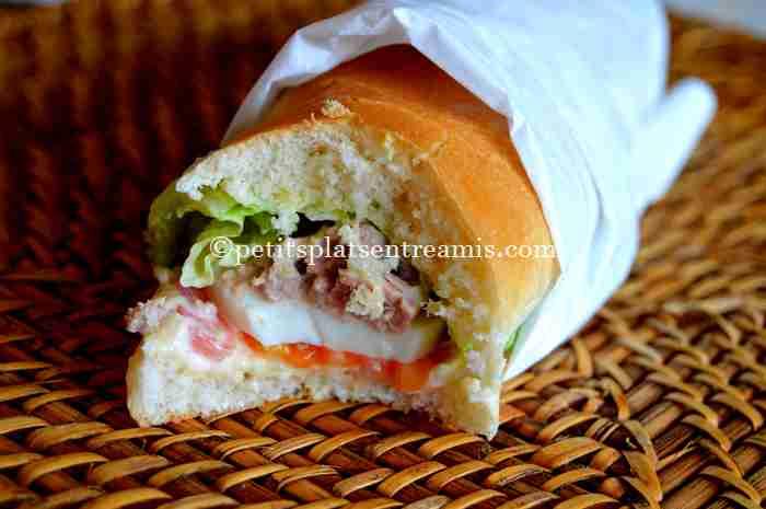 dégustation de sandwich au thon