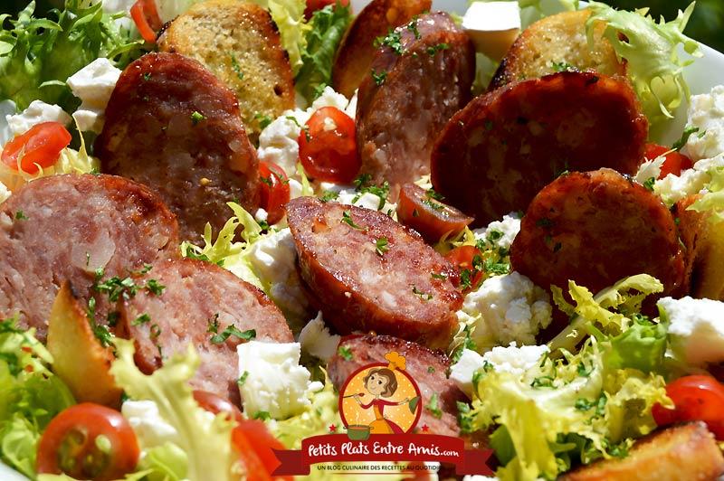Recette de salade frisée au chèvre et saucisse de Morteau