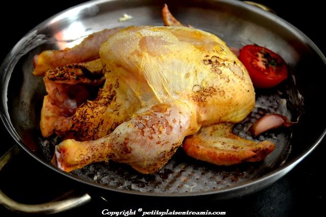 poulet rôti dans le plat