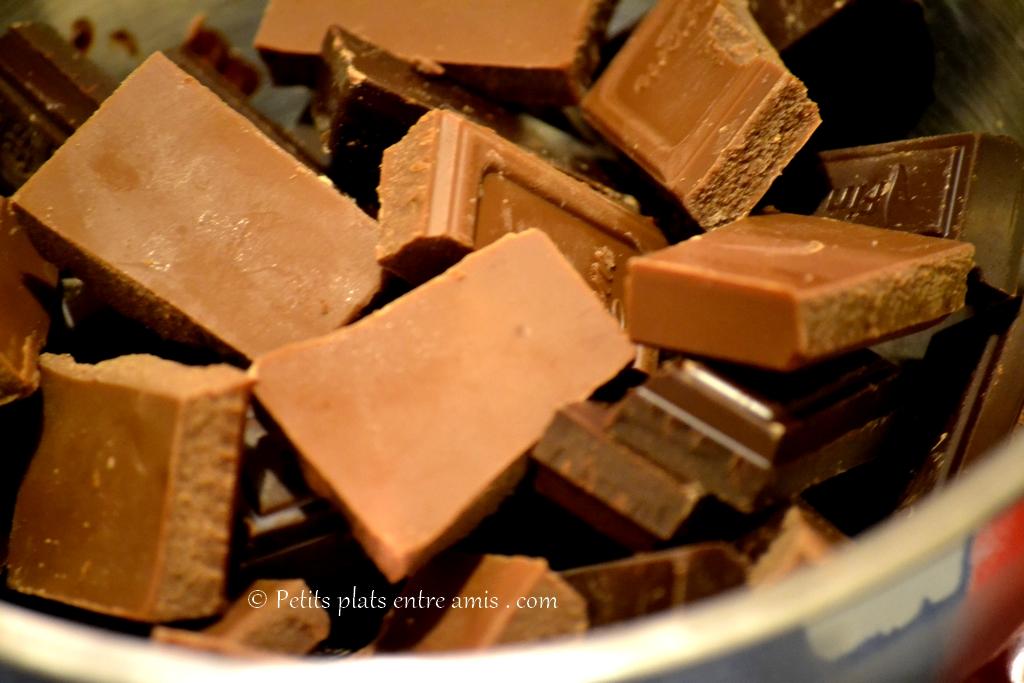 carrés de chocolat noir et lait