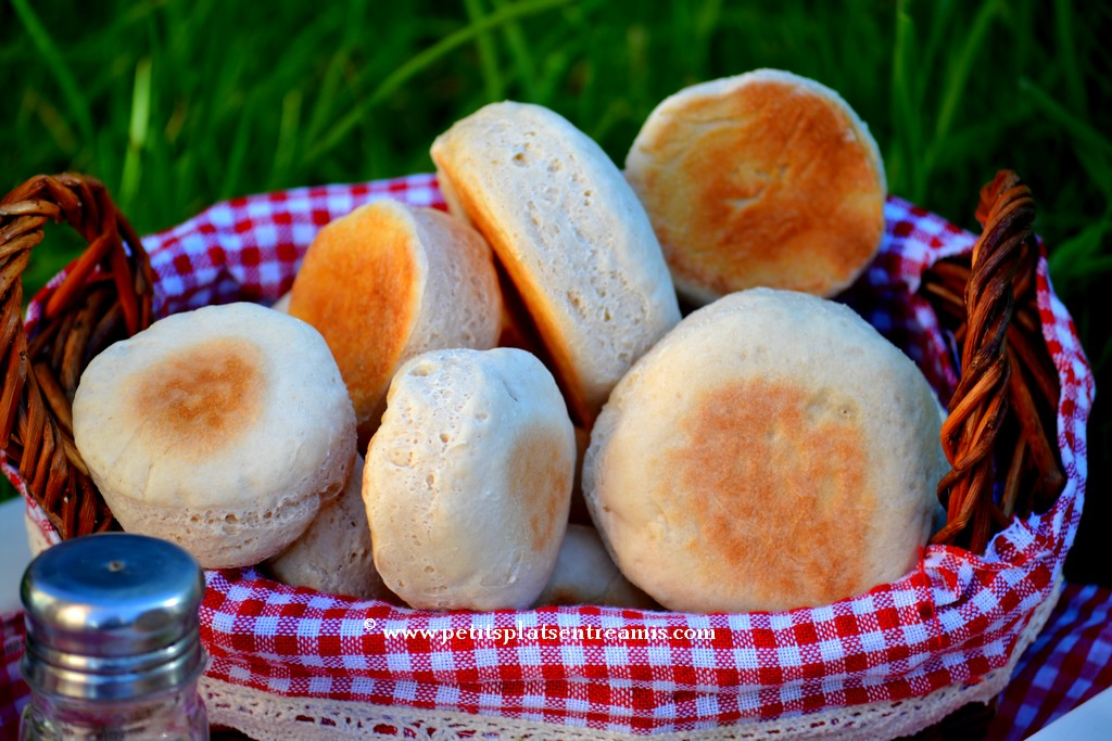 muffins anglais dans l'herbe