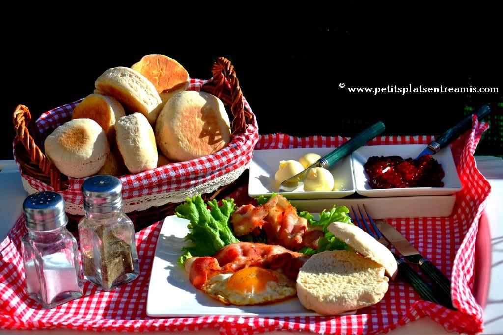 plateau de muffins anglais pour brunch