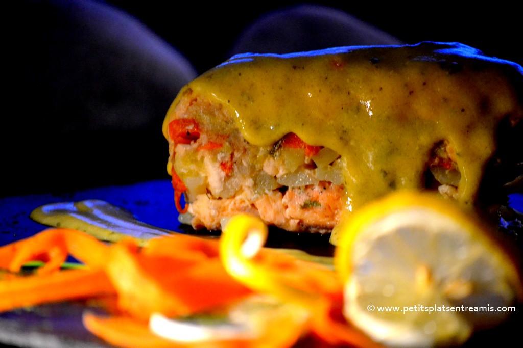 sauce sur part de saumon farci