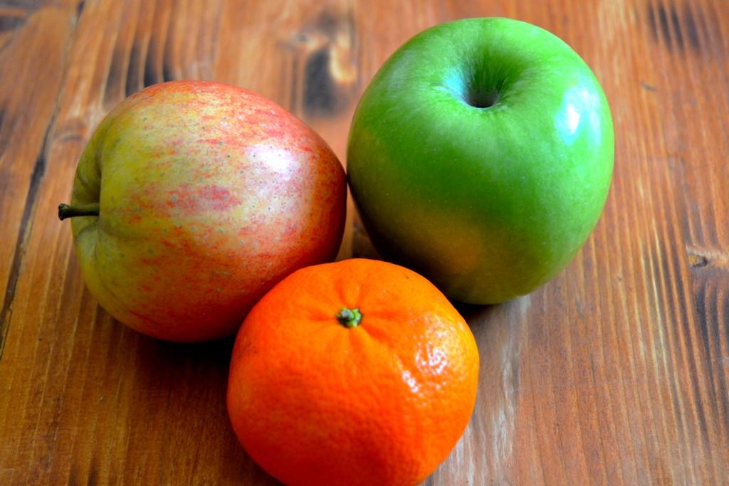 Fruits sur table rustique