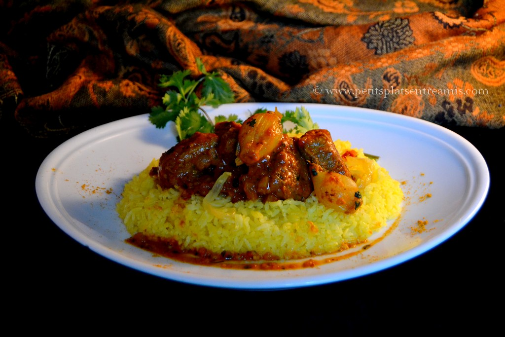 assiette de curry d'agneau