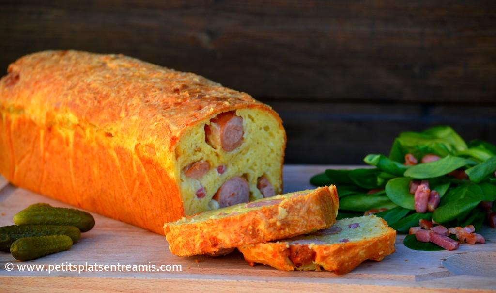cake aux saucisses et lardons tranché