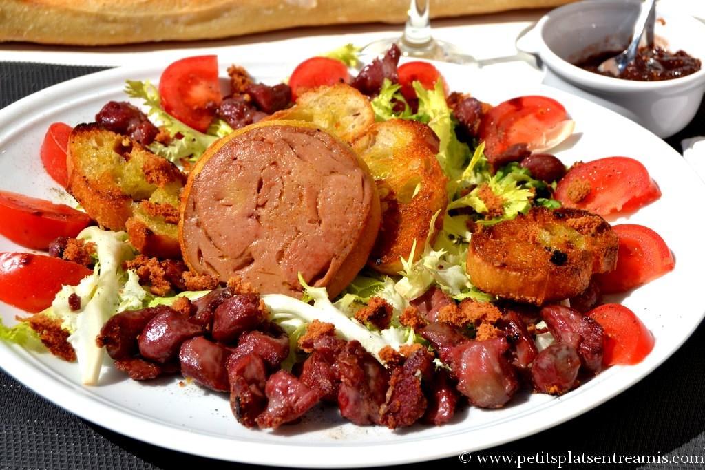 assiette de salade frisée gourmande