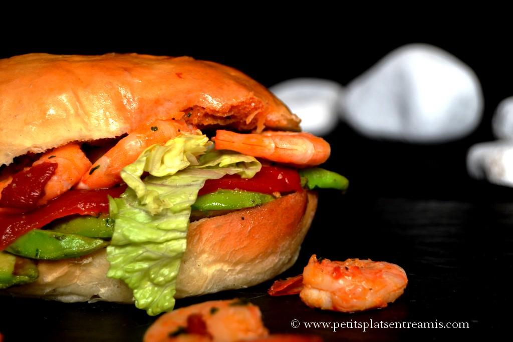 burger avocat crevettes sur ardoise