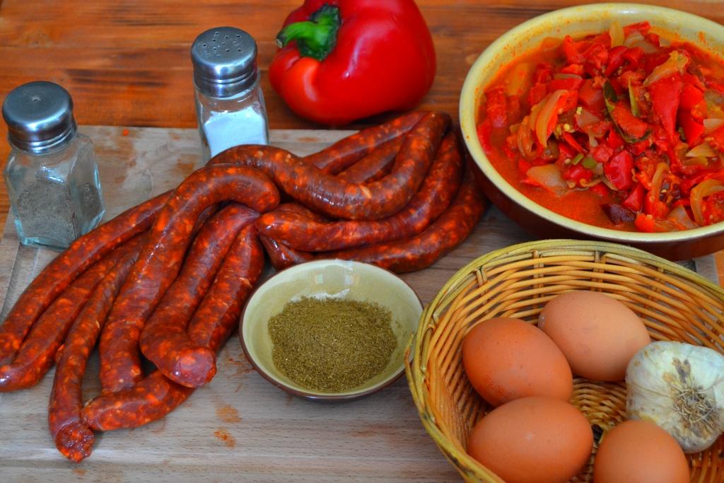 ingrédients pour poêlée de poivrons aux merguez