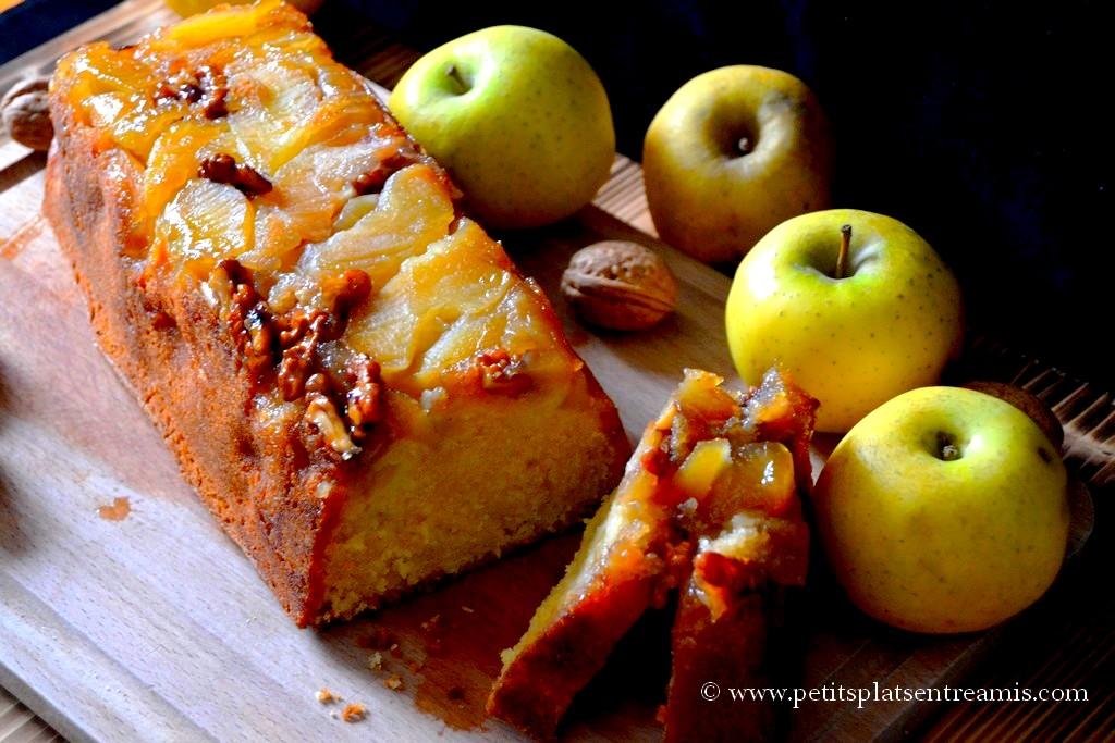 cake aux pommes et noix tranché