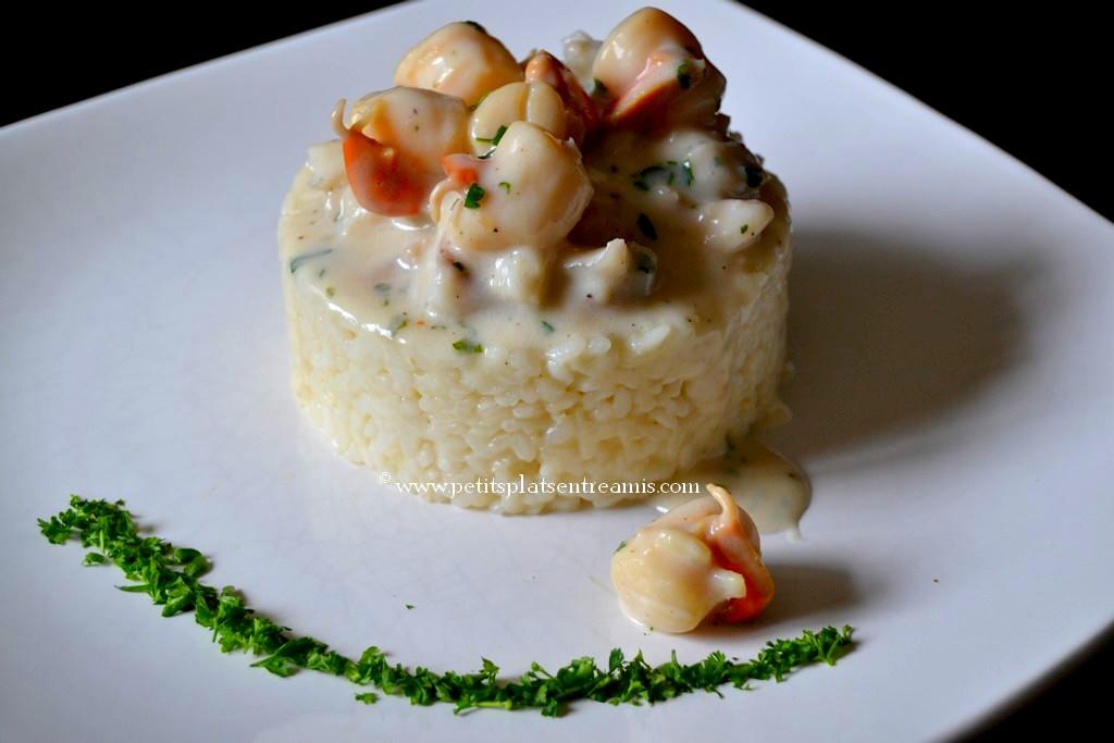 risotto de saint-jacques et cabillaud sur assiette