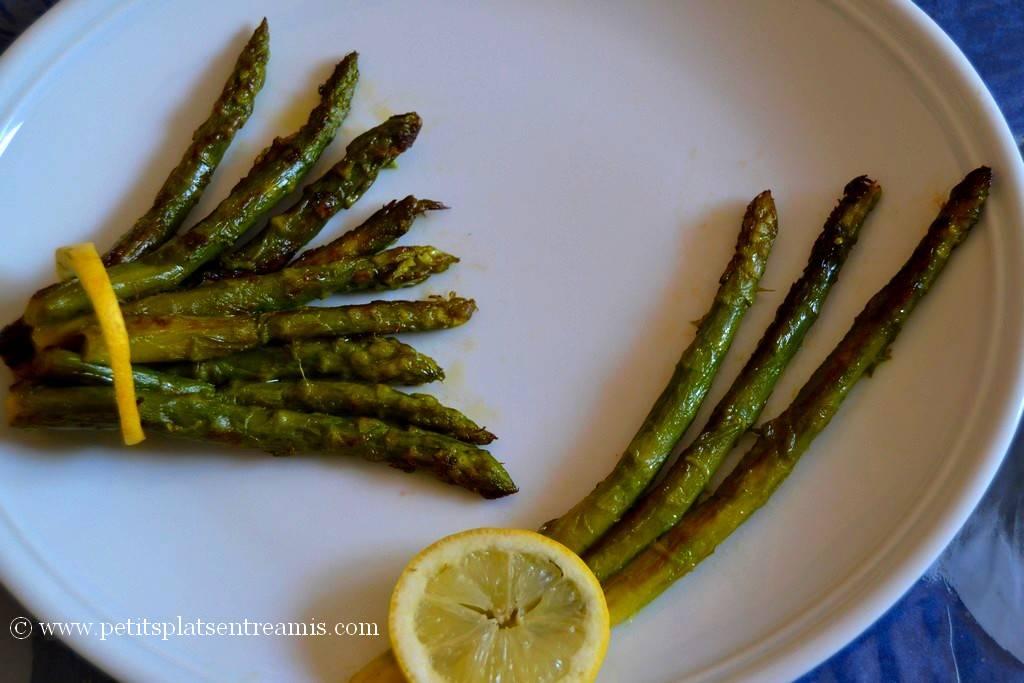 préparation de l'assiette d'asperges