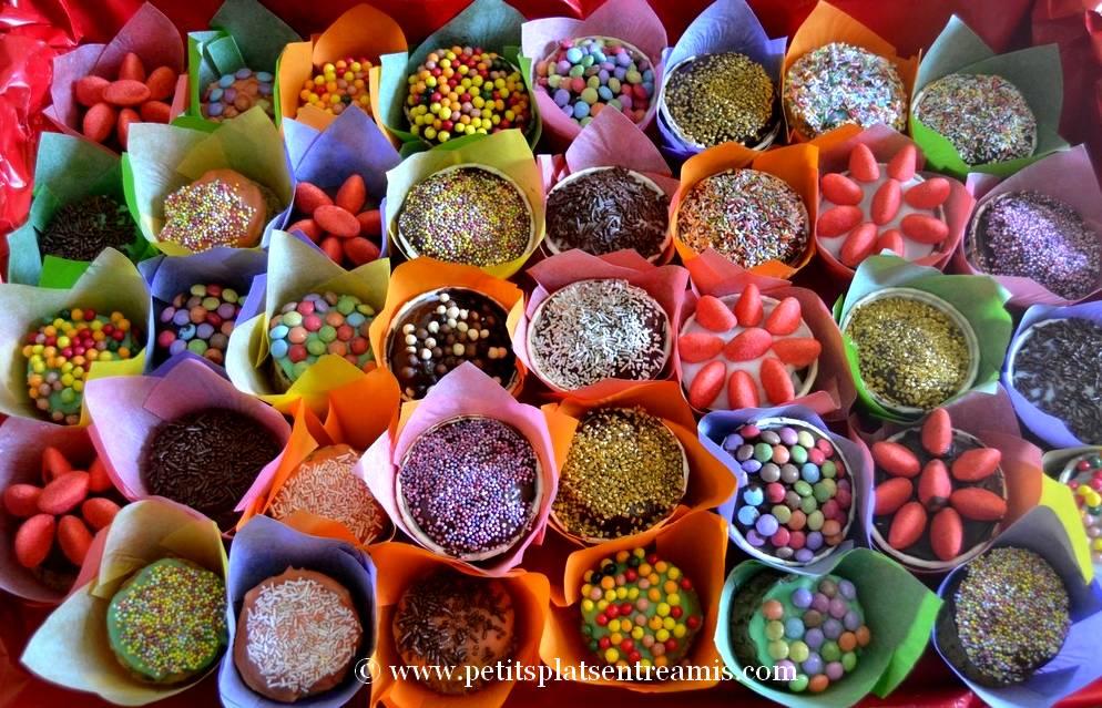 présentation cupcakes décorés