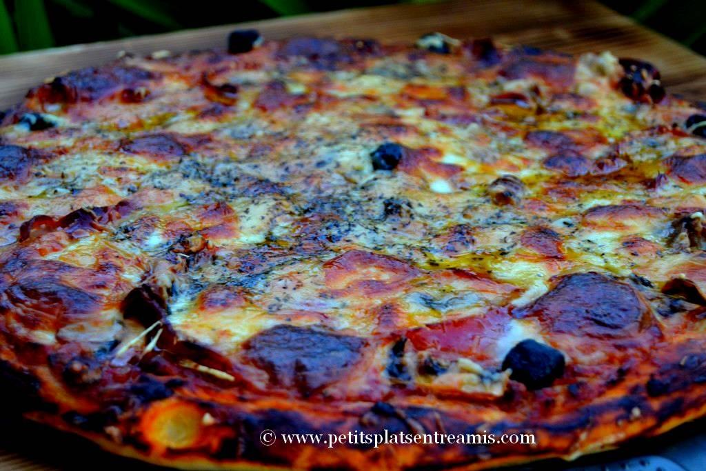 présentation pizza jambon et fromages