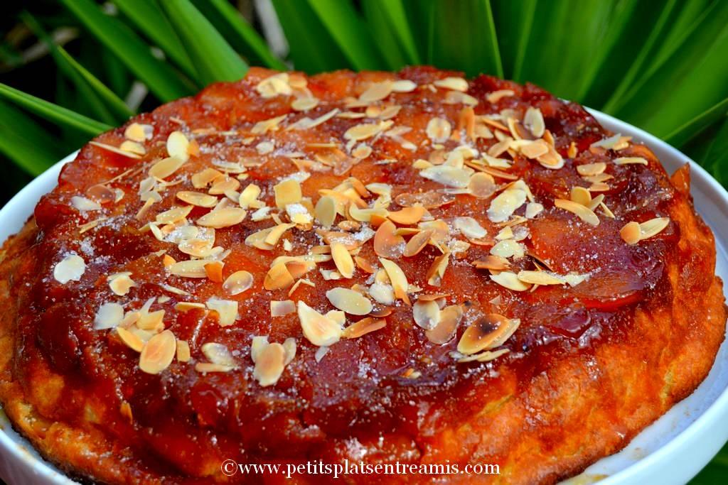 pudding aux pommes caramélisées sur son plat
