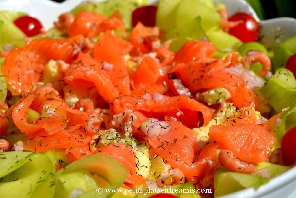 présentation salade de pommes de terre au saumon
