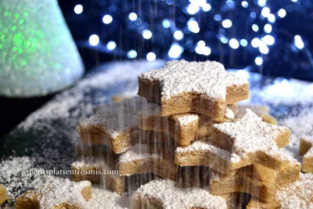 étoiles de Noël à la cannelle sur plat