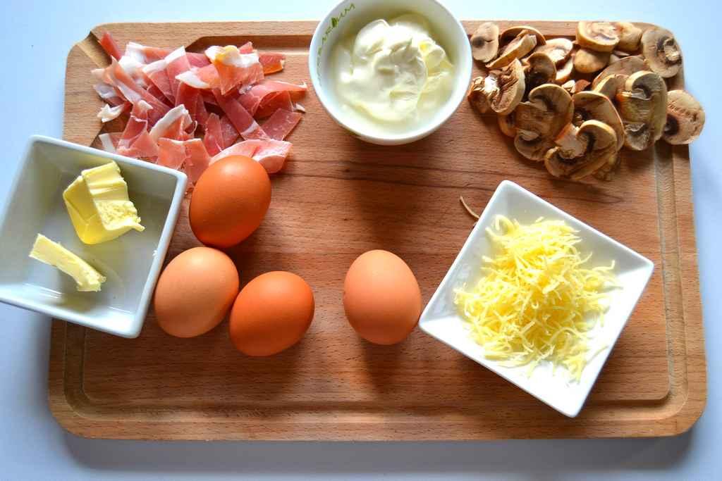 ingrédients pour oeuf cocotte jambon cru et champignons