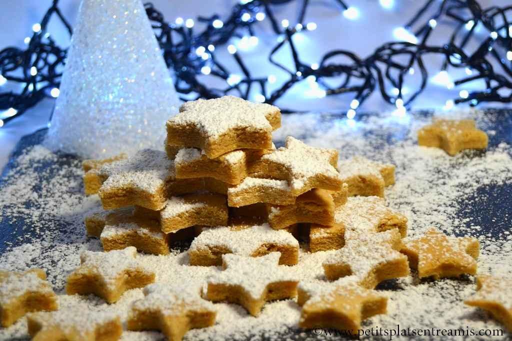 plateau de biscuits de Noël à la cannelle