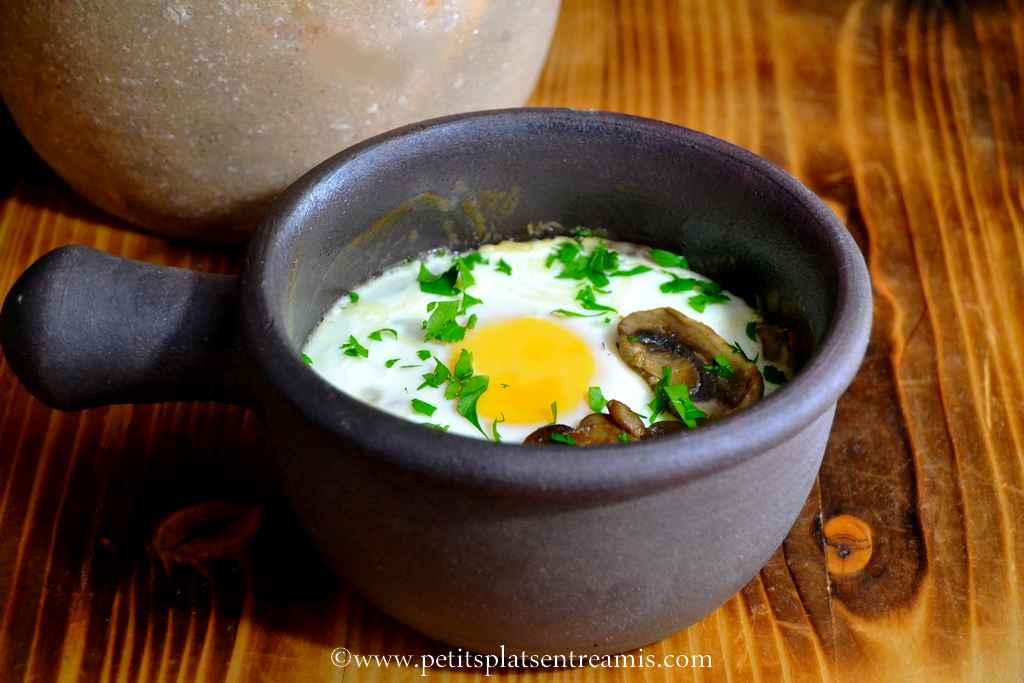 présentation oeuf cocotte au jambon et champignons